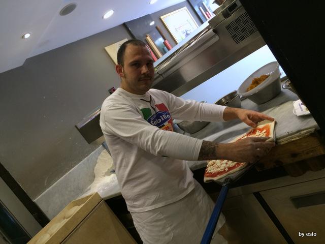 Gino Sorbillo a Milano. Il nuovo pizzaiolo Gennaro Rapido
