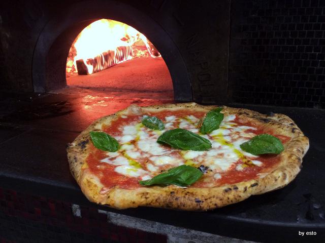 Gino Sorbillo a Milano. La pizza Margherita di  Gennaro Rapido