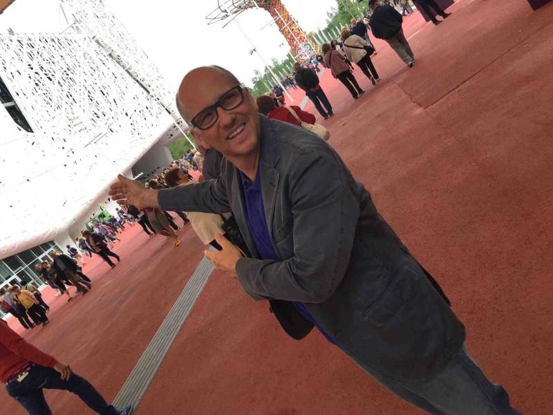 Heinz Beck davanti al padiglione Italia