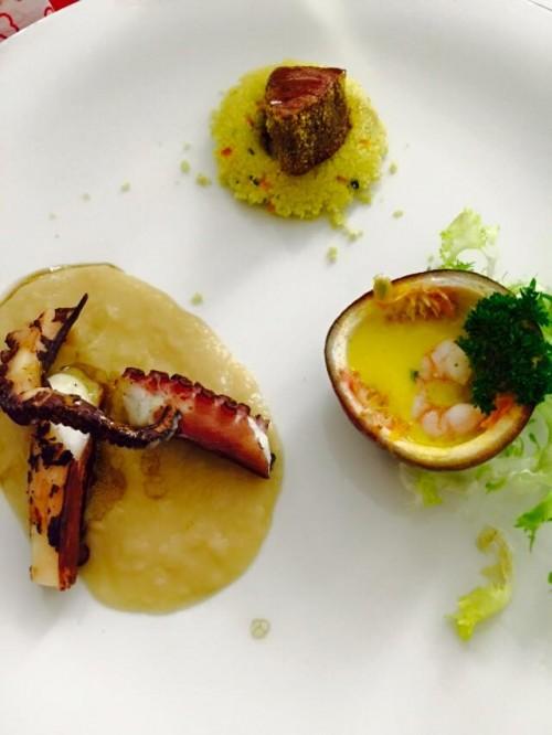 Kora Pool & Beach Events, gambero di Sicilia al passion fruit, tonno scottato ai tre pepi e cous cous, polpo alla brace su vellutata di fagioli di Controne