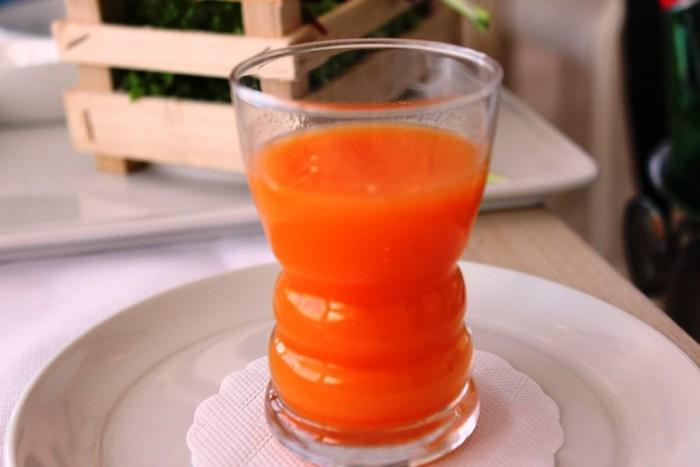 Mammà, centrifugato di arancia, carote, ananas, finocchio e limone