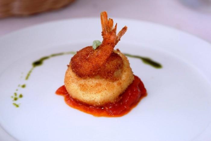 Mammà, gambero e mozzarella con salsa al pomodoro