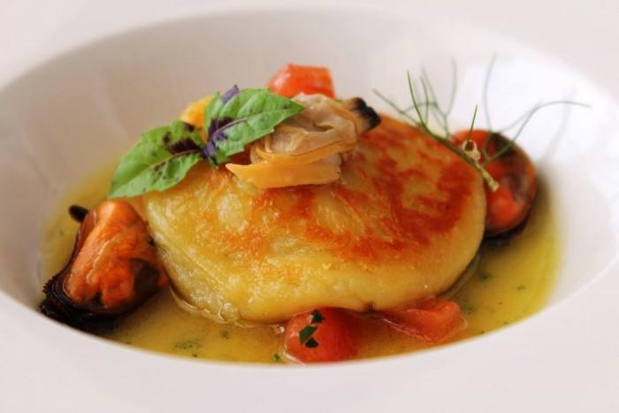 Mammà, gnocco di patata ripieno di ricotta e basilico con salsa ai frutti di mare
