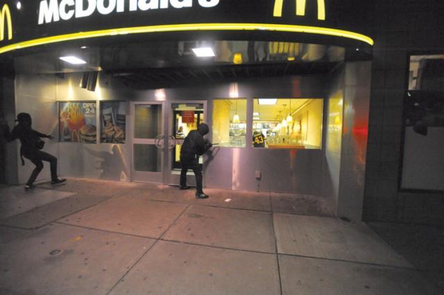 Block Bloc assaltano McDonald's