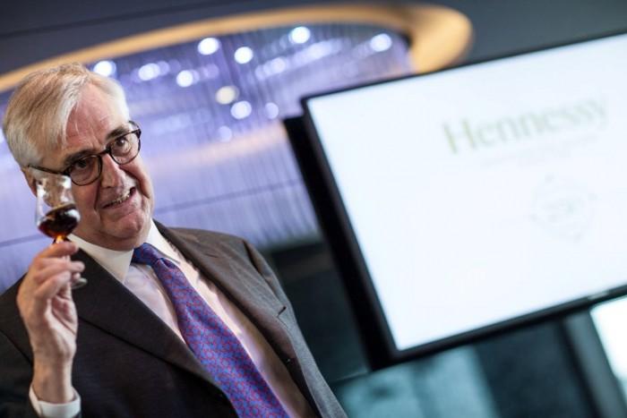 Monsieur Hennessy mentre degusta e descrive il 250 Collector  Blend