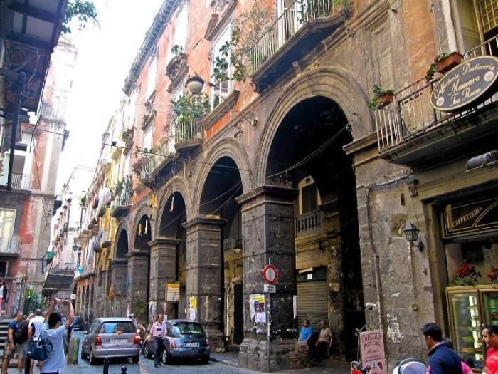 Napoli, Via dei Tribunali
