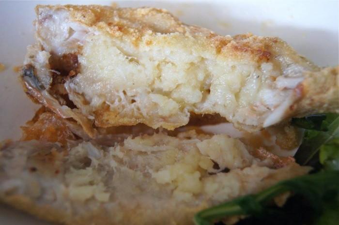 Nonsoke Pizza e Cucina, triglia farcita con baccalà mantecato con olio profumato all'aglio e timo