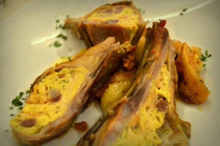 Pedea di agnello farcita con patate al forno