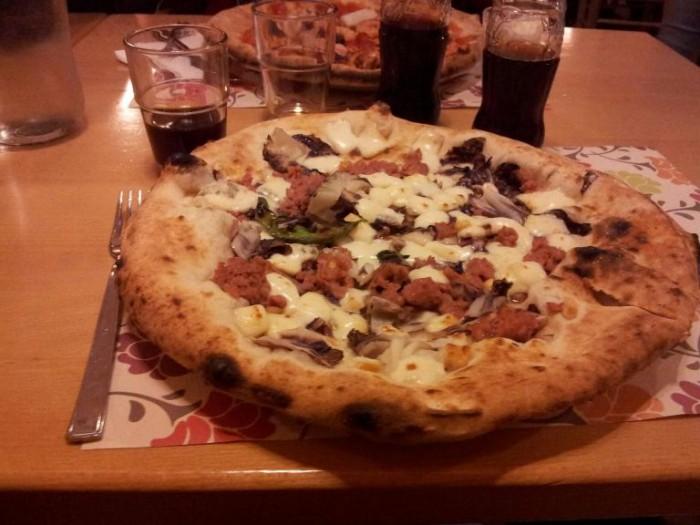 Piedigrotta Varese, Mozzarella, radicchio e salsiccia