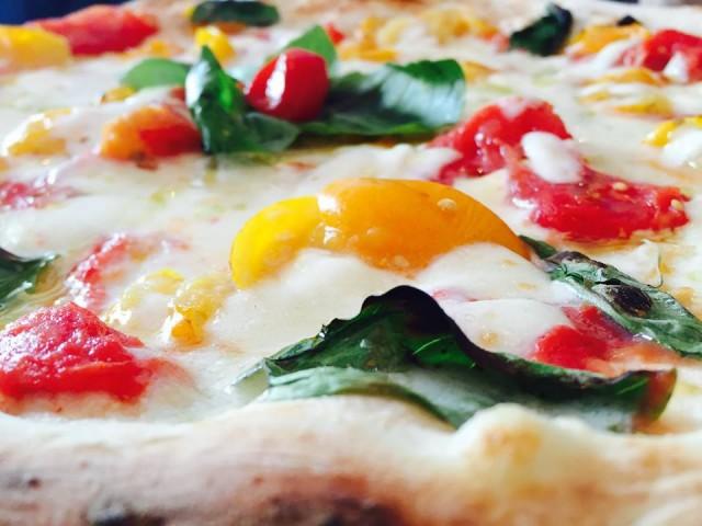 Pizza Gino Sorbillo gialla e rossa (Foto Fanny Marino)