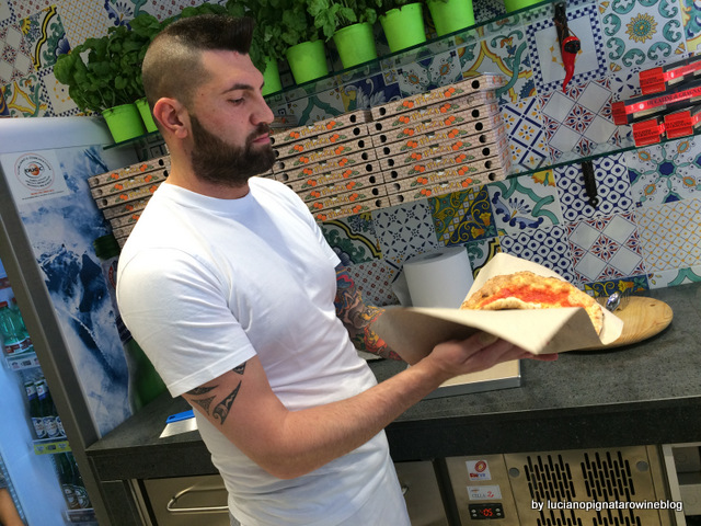 Pizza a portafoglio da Gennaro Salvo 'o libbretto