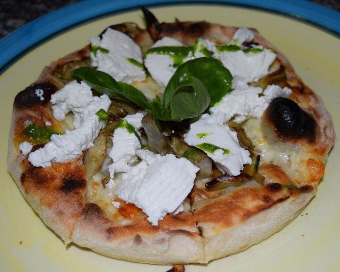 Pizz'ino con provola, carciofo violetto di Castellammare e ricotta di pecora