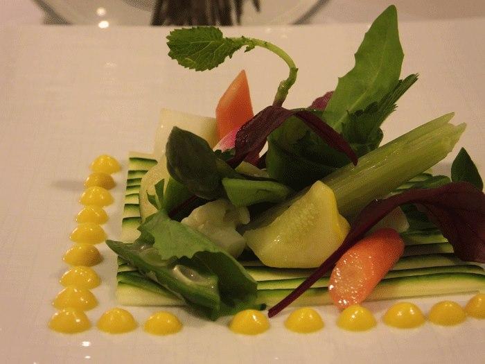 Relais Blu, La primavera...carpaccio di zucchine con insalata di verdure cotte e crude ed emulsione alle carote