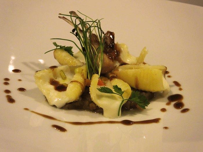 Relais Blu, Maruzze ripiene di robiola con genovese di coniglio e verdure croccanti