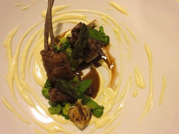 Relais Blu, Variazione di agnello Laticauda con verdure primaverili e cremoso al pecorino
