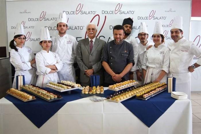 Scuola Dolce e Salato, il prof. Giorgio Calabrese con Giuseppe Daddio e gli allievi della scuola