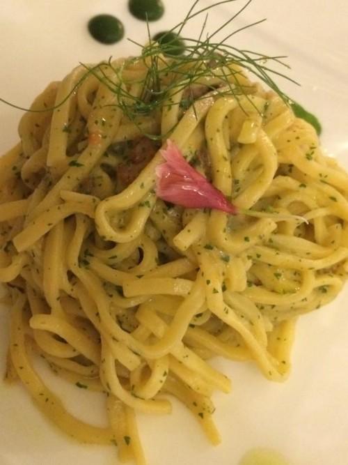 Terrazza Marziale, tagliolini ai ricci e crema di aglio dolce