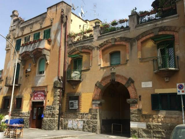 Dar Moschino, il palazzo della Garbatella di piazza Brin
