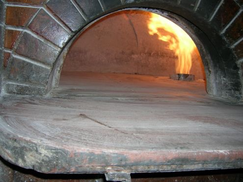 Un forno a gas per pizza
