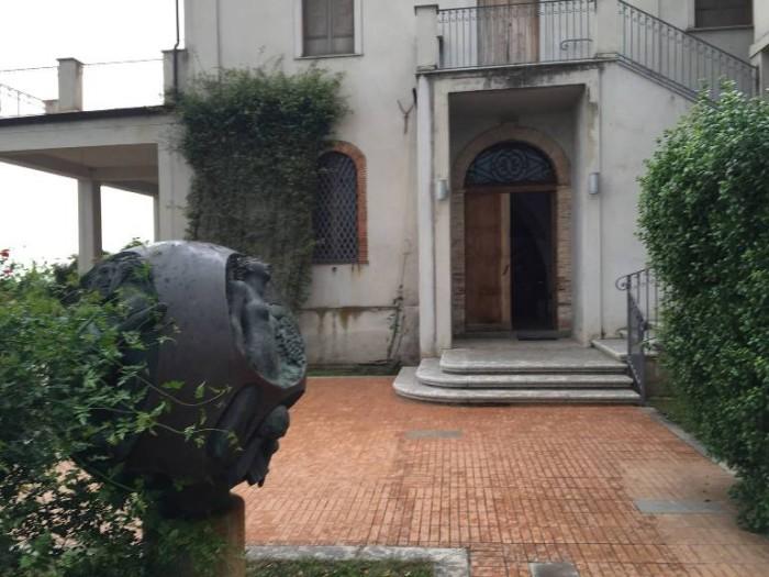 Casa Comerci, l'ingresso
