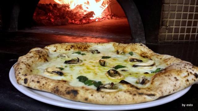 Cozza che pizza. Vincenzo  Di Fiore Pizzeria Bella Napoli