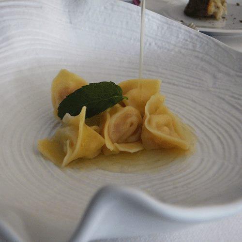 Cappelletti di Gambero Rosso di Mazara nel loro consommé al Limone di Amalfi