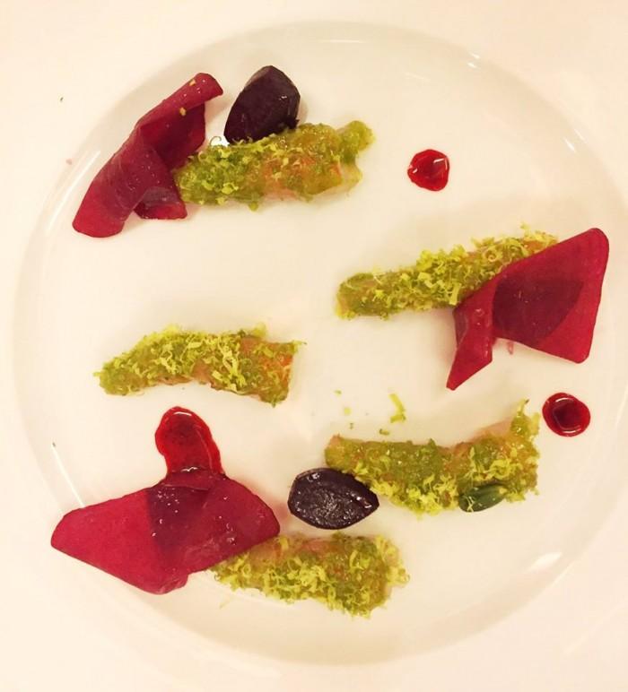 gamberi viola di S. Margherita con pistacchi e barbabietola