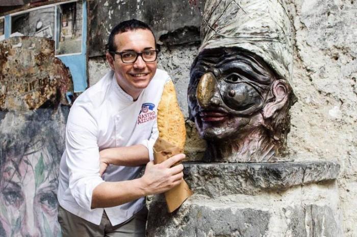 Gino Sorbillo con il calzone fritto
