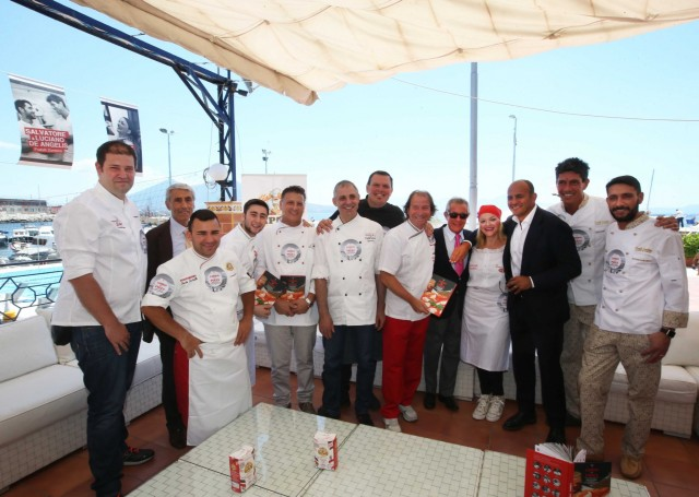 I pizzaioli protagonisti del libro (Foto Sergio Siano)
