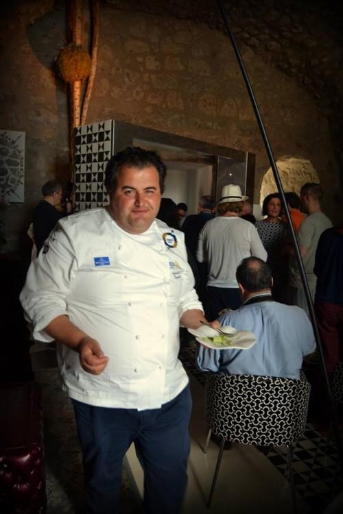 Lo chef Gennaro Esposito all'interno della Torre del saracino durante il pranzo riservato agli chef emergenti