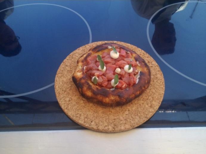 Pastizza, carne cruda con emulsione di alici