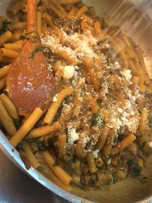 Peppe Guida, mezzanelli alla Nerano: si versa il misto di formaggi