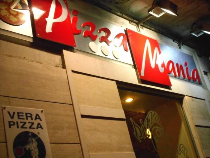 Pizza Mania, l'esterno