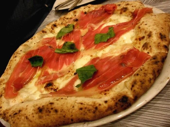 Pizza Mania, pizza con crudo