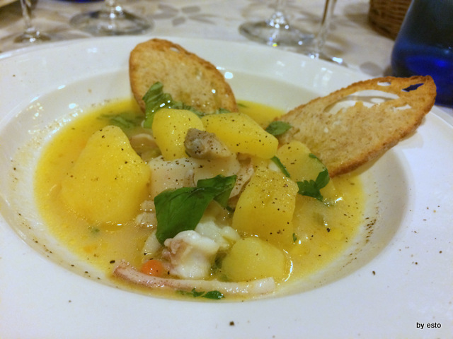 Prosit. Zuppetta di patate, calamari e vongole