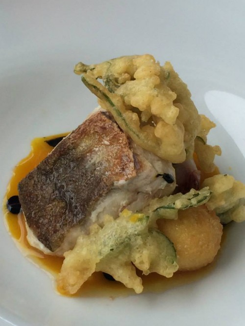 Rossellini's, la gallinella di mare con fritti vegetali e calamaretto ripieno
