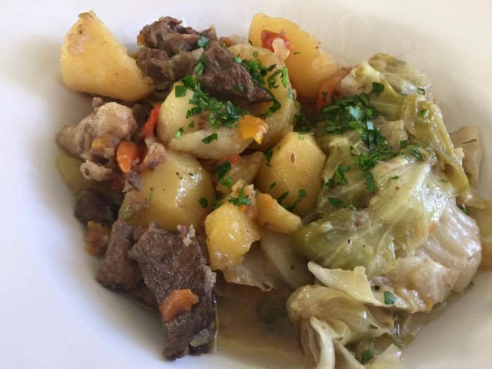 Tashkent, Basilic Mediterranean Restaurant & Lounge, la  carne di pecora con le verdure, patate e spezie