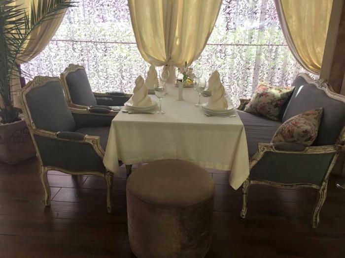 Tashkent, Basilic Mediterranean Restaurant & Lounge, la  mise en place