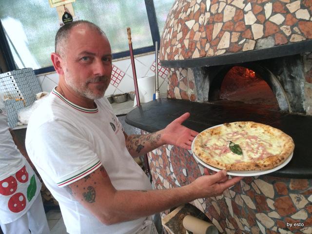 Trattoria Caprese al Vomero pizza provola e prosciutto