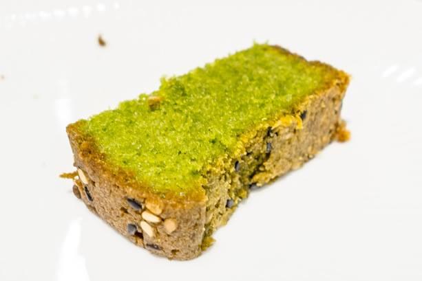 Ginza Ukai-Tei, Plum cake al macha e sesamo