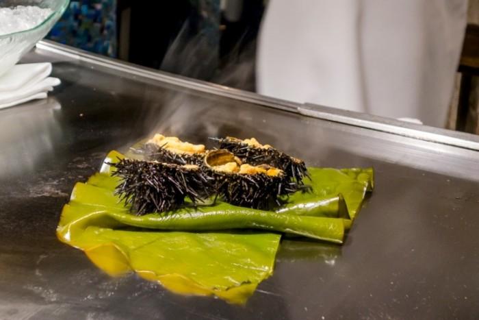 Ginza Ukai-Tei, La cottura dei ricci di mare al vapore