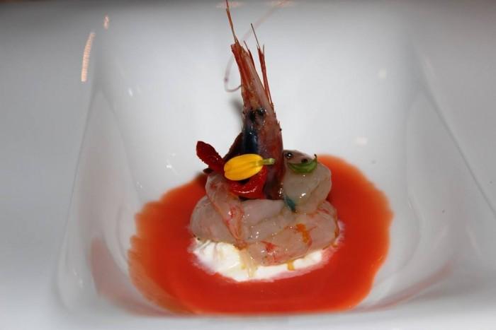 Vistamare, gambero bianco marinato agli agrumi, con burrata, bottarga e colatura di pomodoro