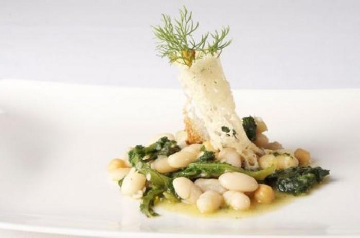 Zuppa di legumi della Daunia con verdure spontanee di Peppe Zullo