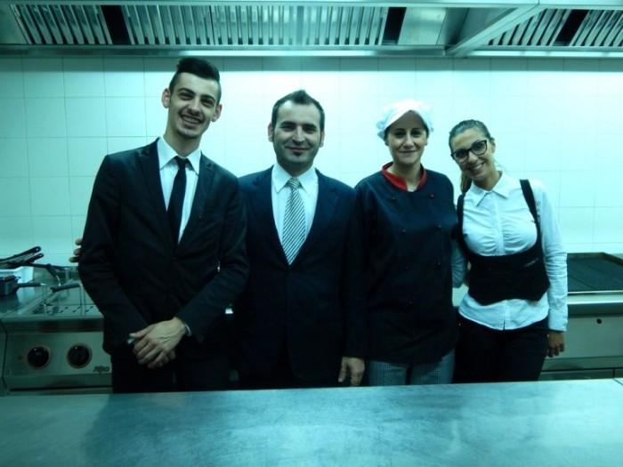 da sx Andrea Mazzeo chef de rang, Daniele Del Polito titolare, Tiziana Silvestro commis di cucina, Fabiana Capone commis di sala