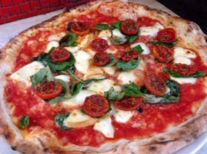 la pizza Elena Greco con pomodoro confit