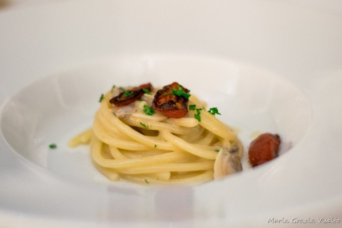 Uliassi, spaghetti affumicati alle vongole e datterini alla griglia