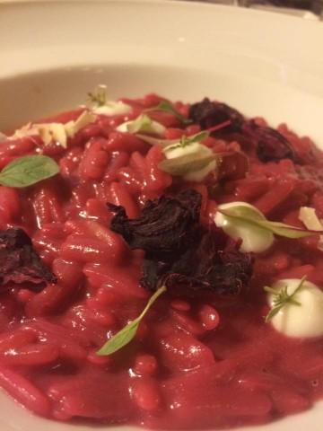 13 Salumeria, risotto di pasta Di Martino con barbabietola e rana pescatrice