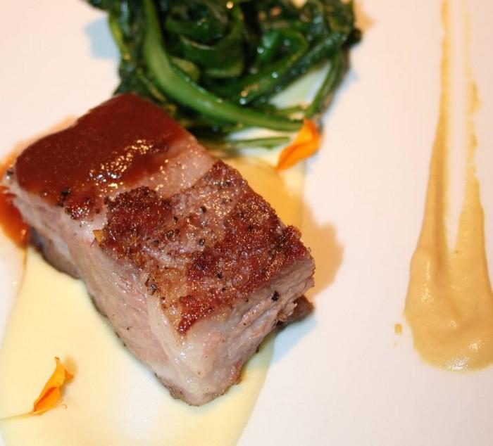 Ristorante Mammaròssa, collo di maiale con cicoriella e senape