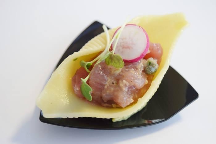 Conchiglia con tartare di tonno con zenzero, lime, timo e cipollotto su salsa guacamole di Antonella Rossi