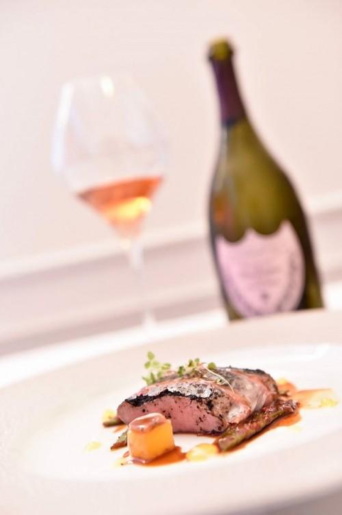 Dom Pérignon Rosé a Roma, lombatina di agnello alla marinara, fagiolini corallo e ananas con Dom Pérignon Rosé  2003